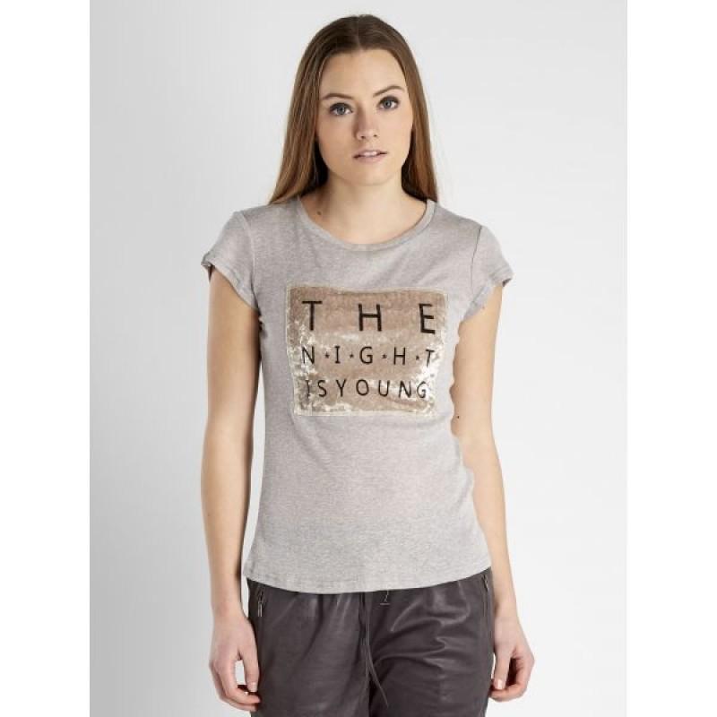NÜ T-shirt Statue