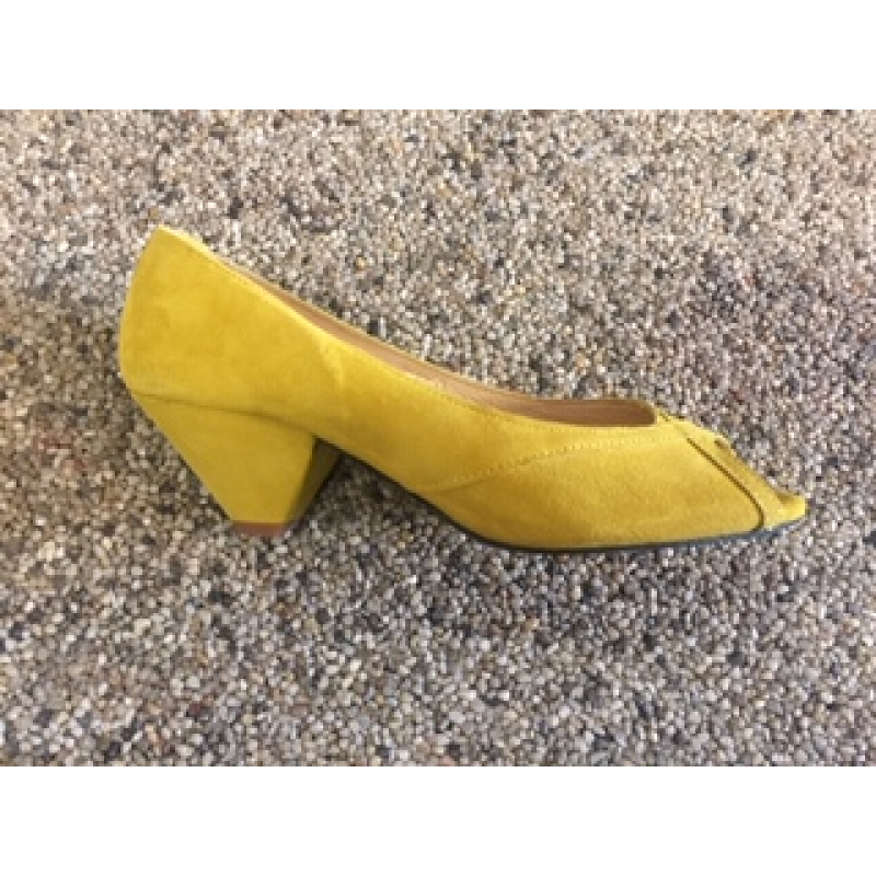 Pavement Zoey Yellow Suede